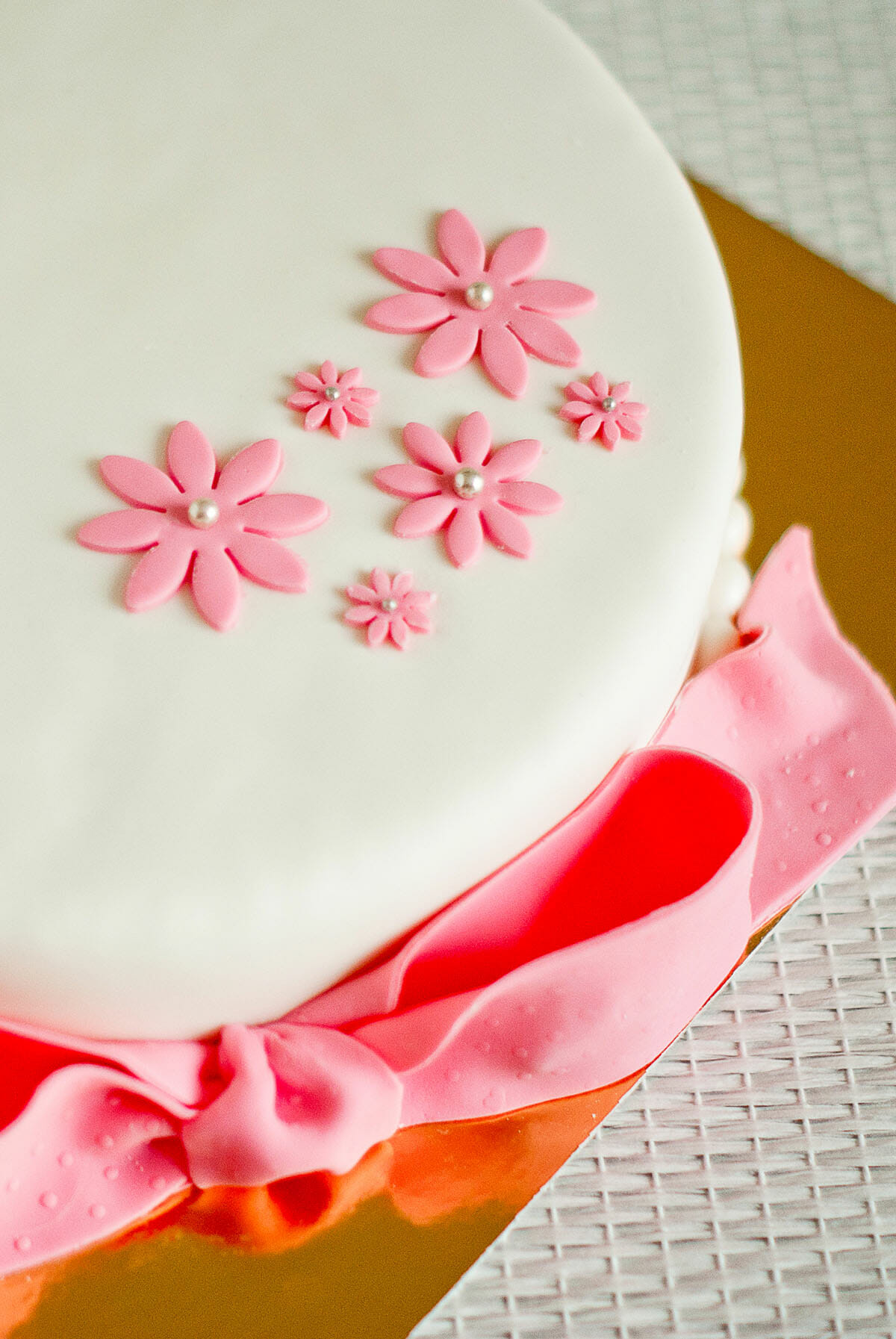 Mon atelier cake design avec beatriz belliard lilie for Decoration pate a sucre