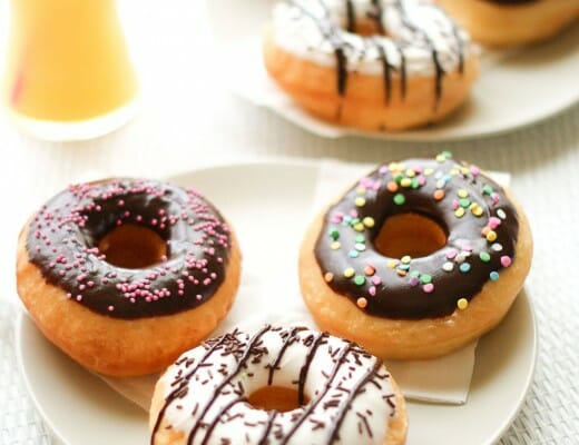 Donuts Américains Glaçage Chocolat Noir & Blanc | Lilie Bakery 2