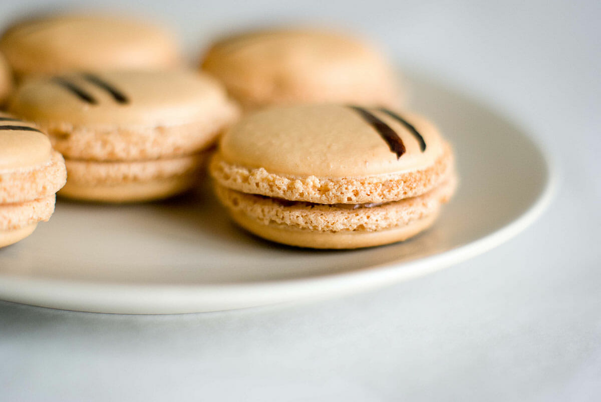 creme au nutella and macarons recipe dishmaps. Black Bedroom Furniture Sets. Home Design Ideas