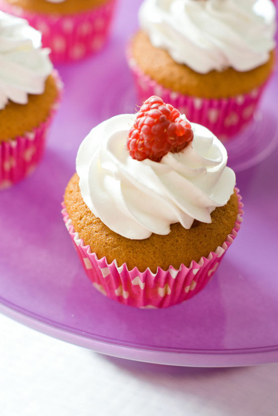 Cupcakes Framboise & Glaçage Meringue Italienne | Lilie Bakery 1