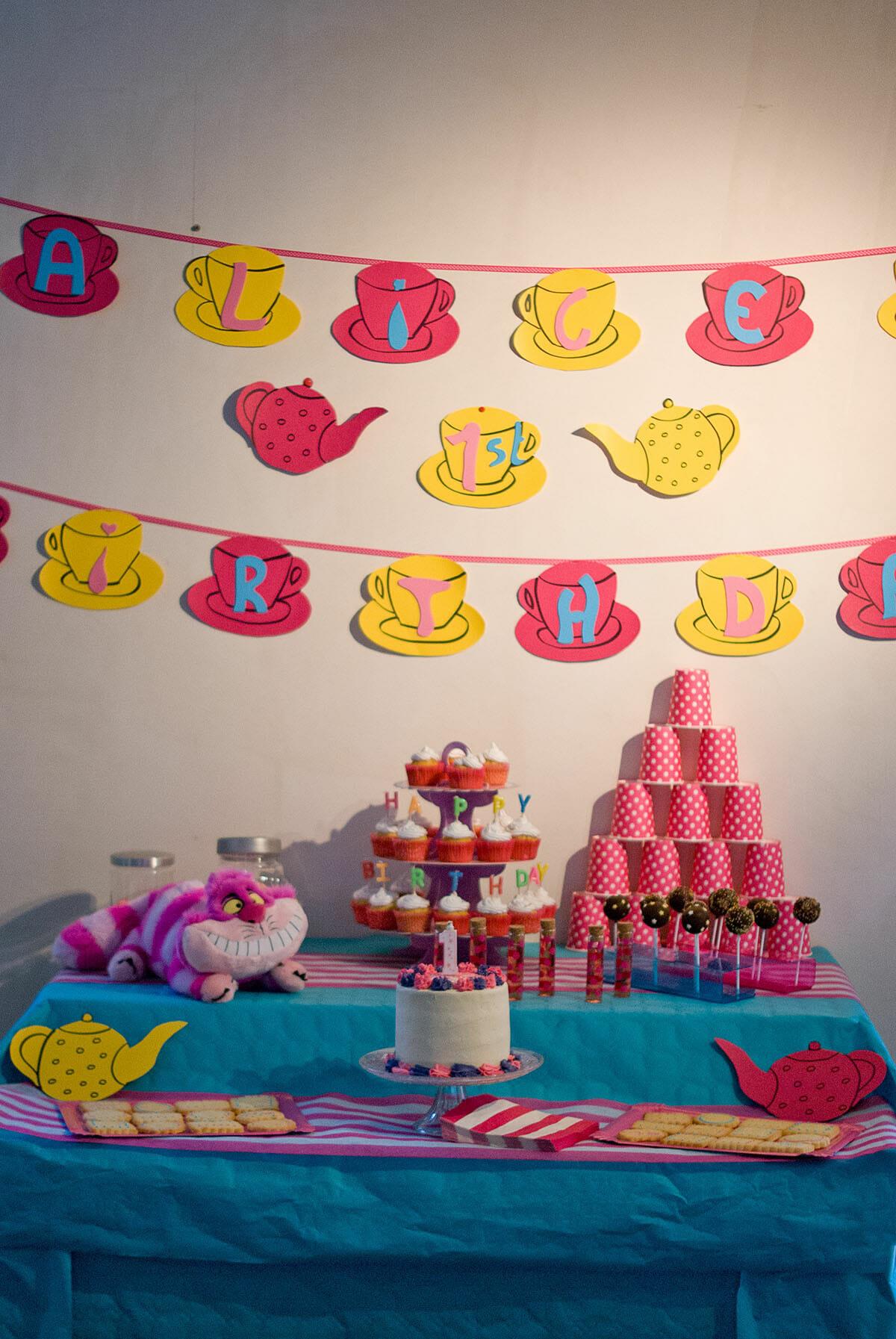 Gateau Alice Aux Pays Des Merveilles se rapportant à layer cake ~ alice au pays des merveilles ~ | lilie bakery