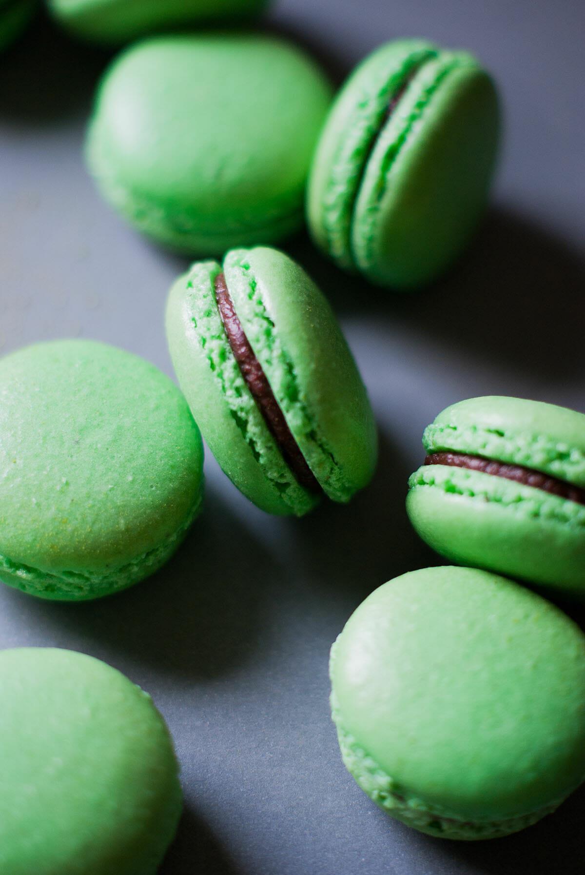 Macarons Thé Vert Matcha & Ganache Chocolat | Lilie Bakery 2