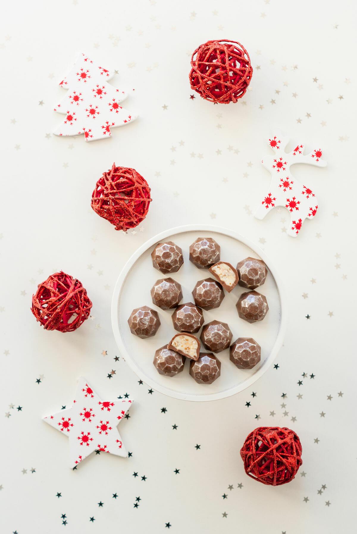 chocolats fa on kinder schoko bons diy no l lilie bakery. Black Bedroom Furniture Sets. Home Design Ideas