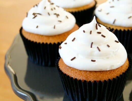 Cupcake Vanille & Glaçage Meringue | Lilie Bakery