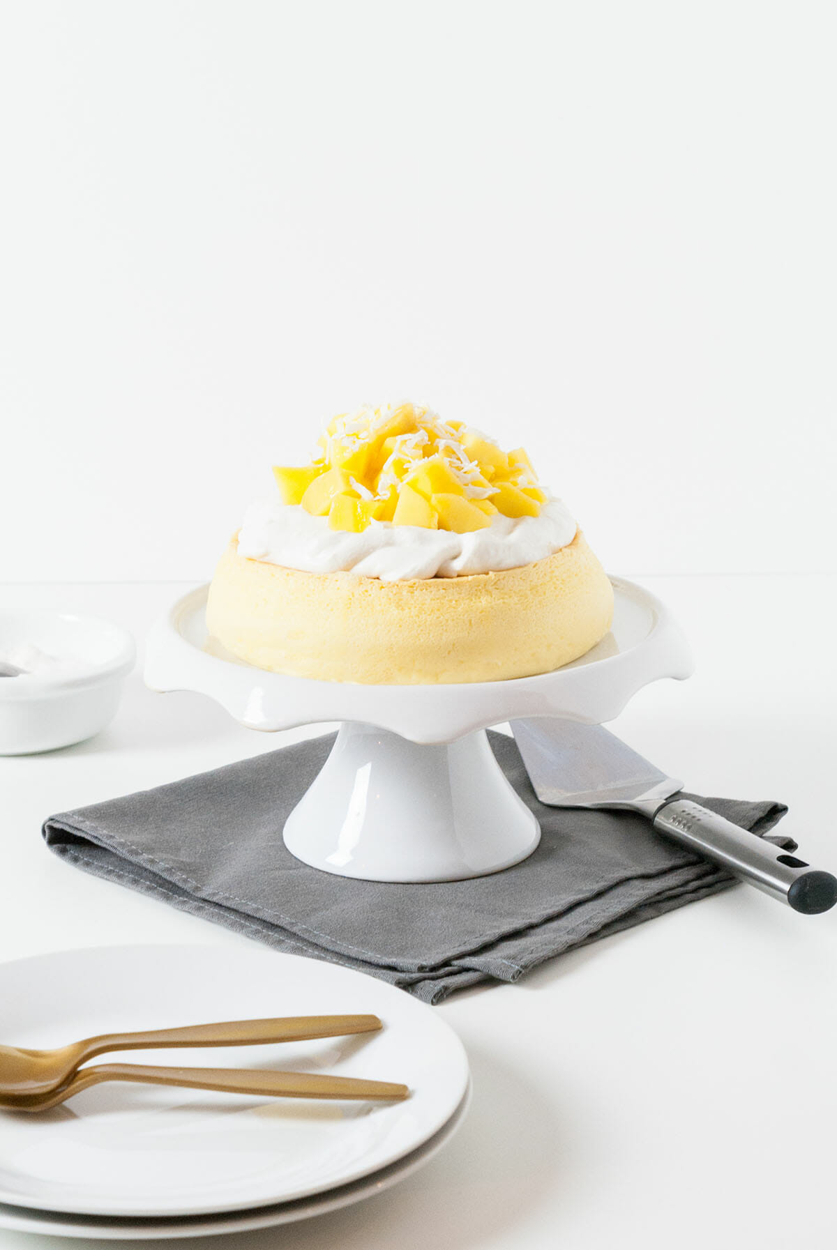 Cheesecake Japonais, Coco & Mangue | Lilie Bakery
