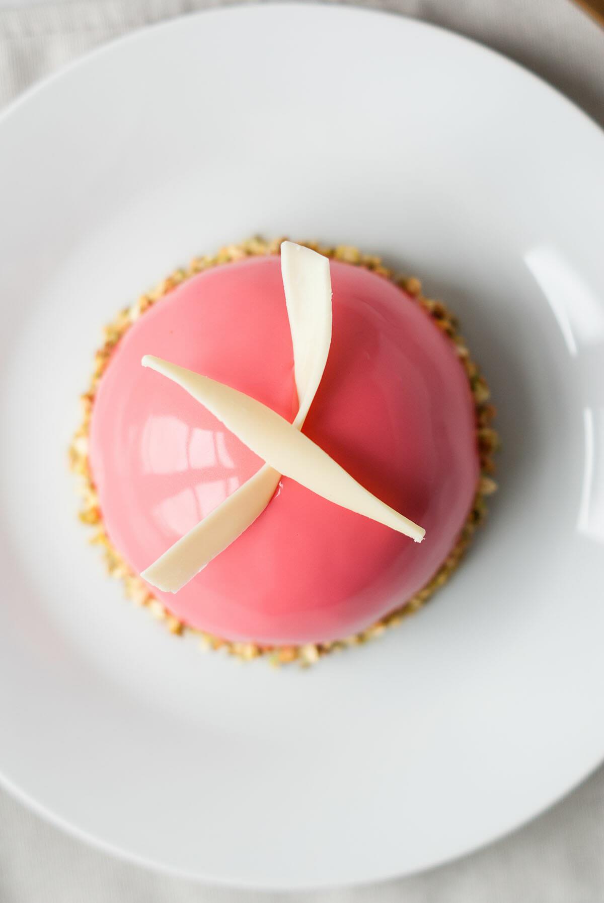 Dôme Entremets Framboise Pistache | Lilie Bakery