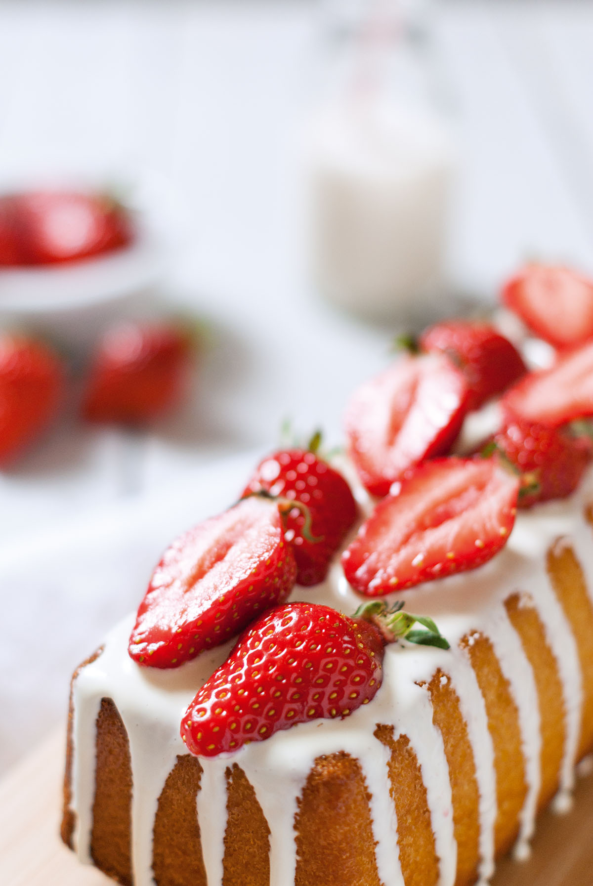 Cake surprise vanille fraise | Lilie Bakery
