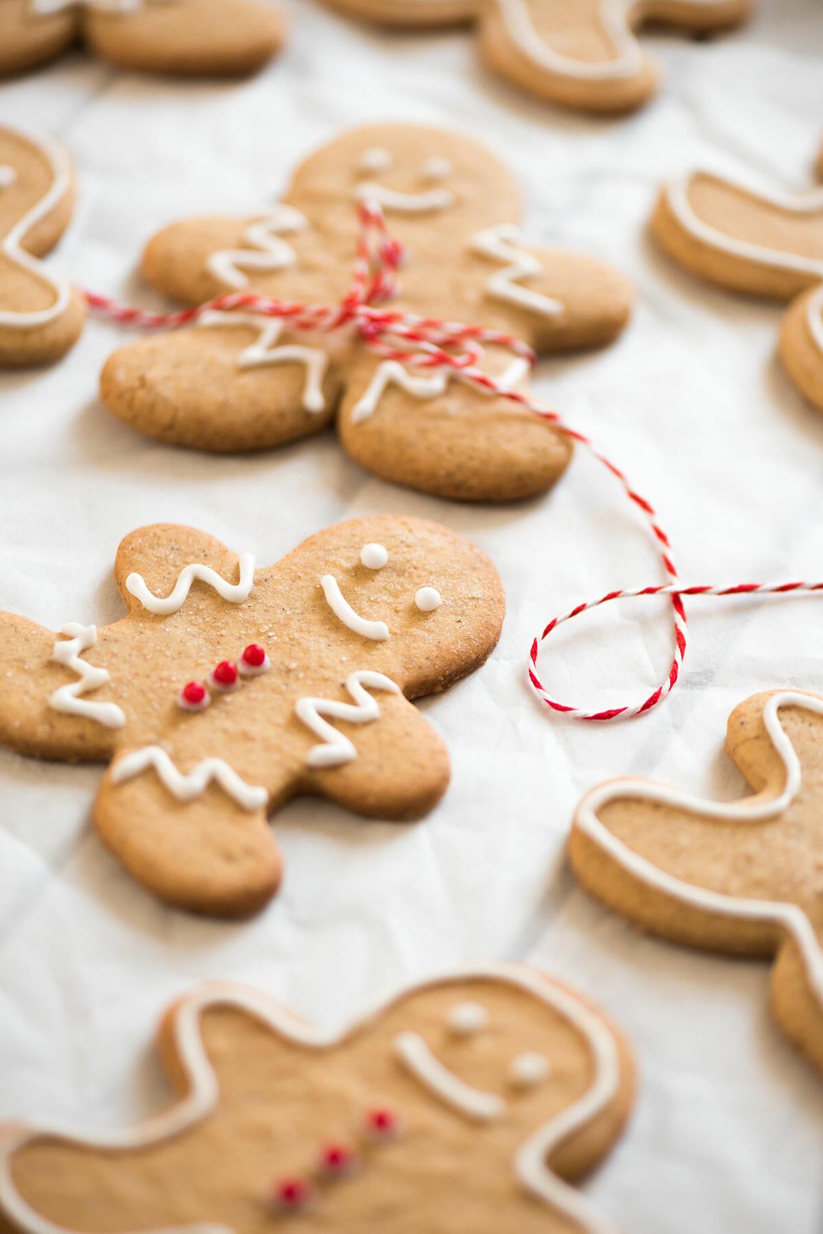 biscuits de no l au pain d pices gingerbread cookies lilie bakery. Black Bedroom Furniture Sets. Home Design Ideas