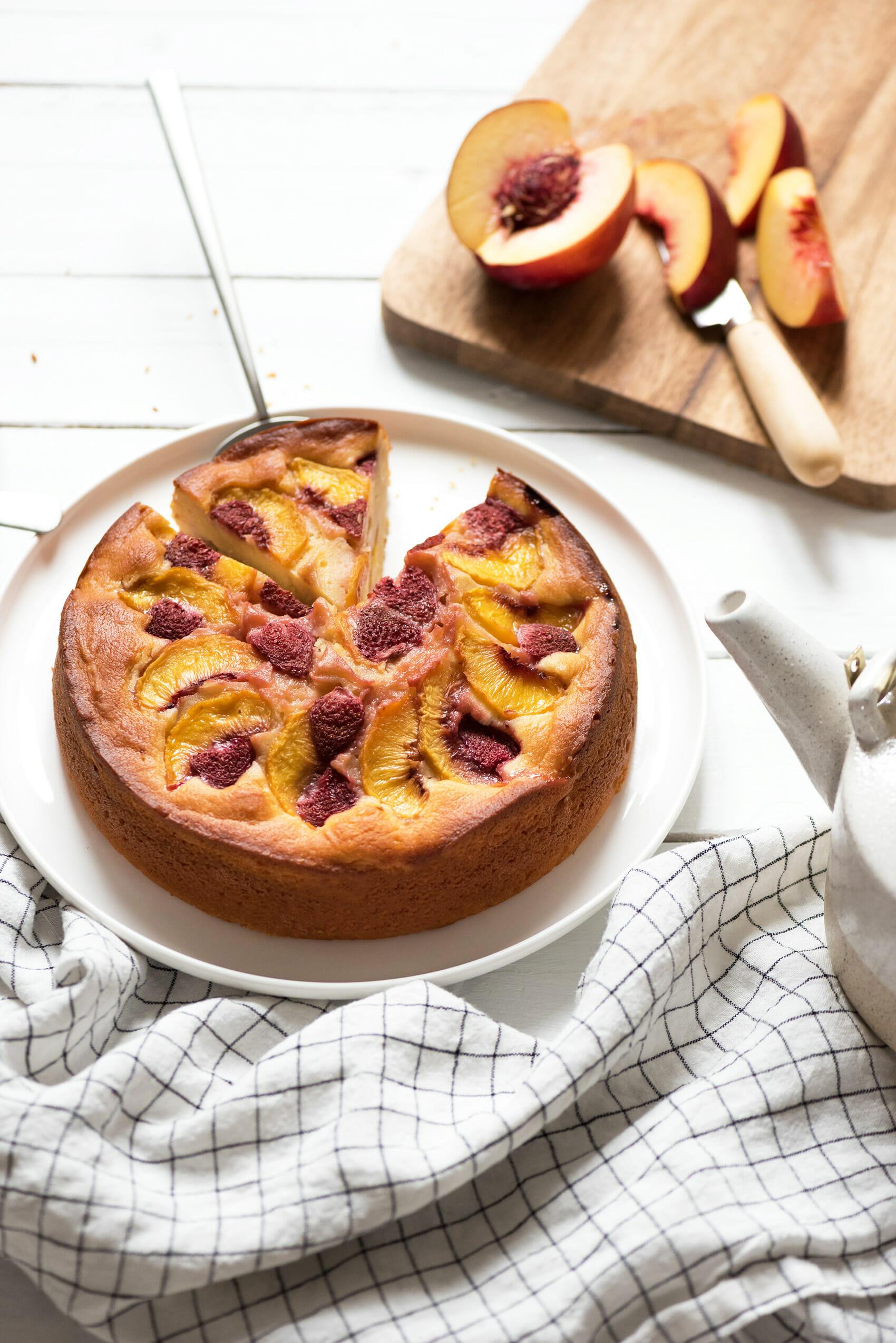 Gâteau ricotta pêche fraise - Lilie Bakery