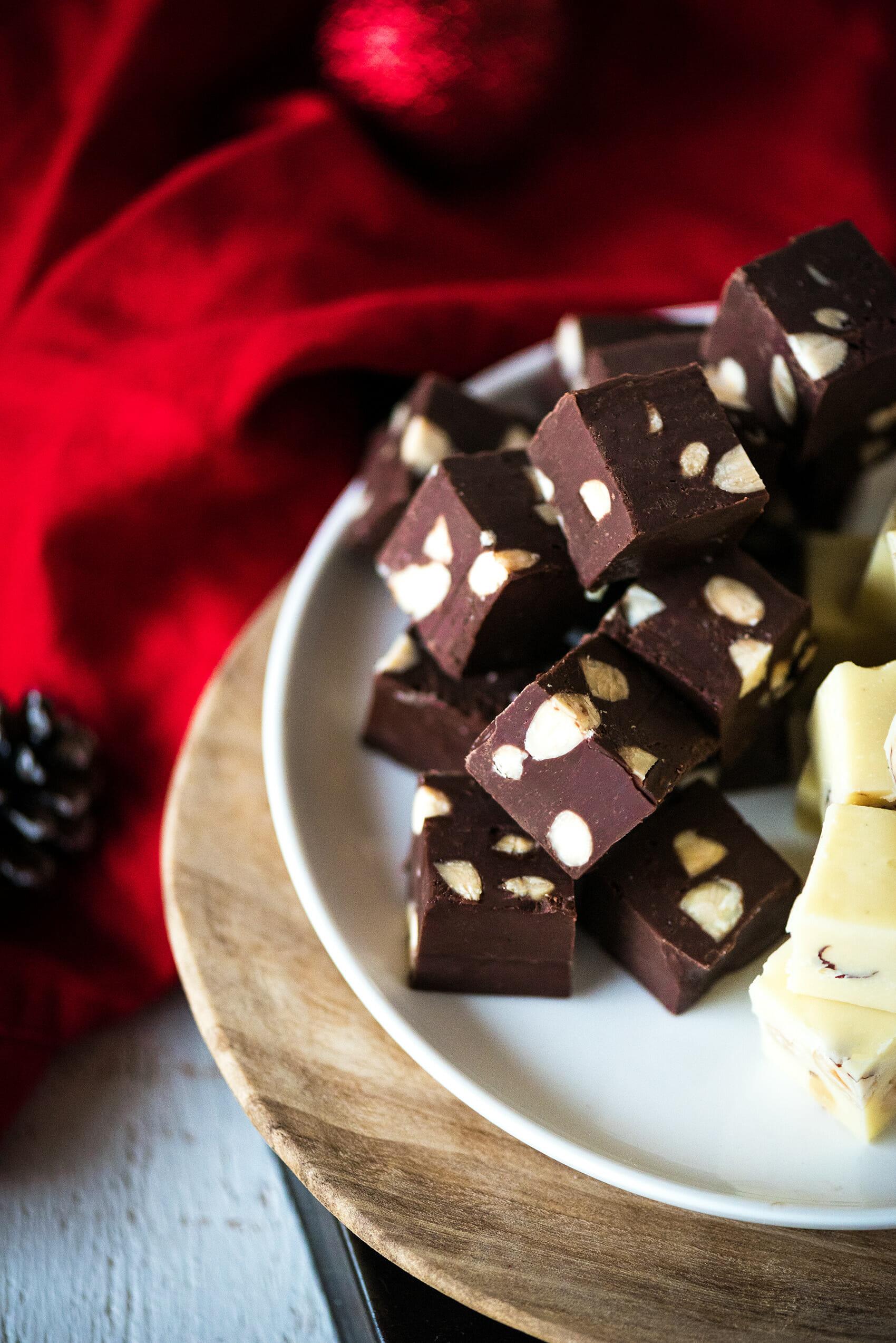 Fudge chocolat noir & blanc, amandes et noisettes - Lilie Bakery
