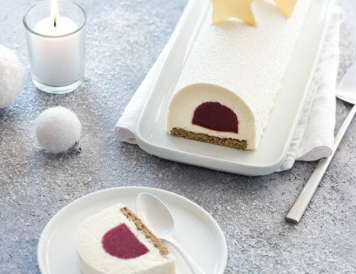 Bûche chocolat blanc, framboise, matcha - Lilie Bakery