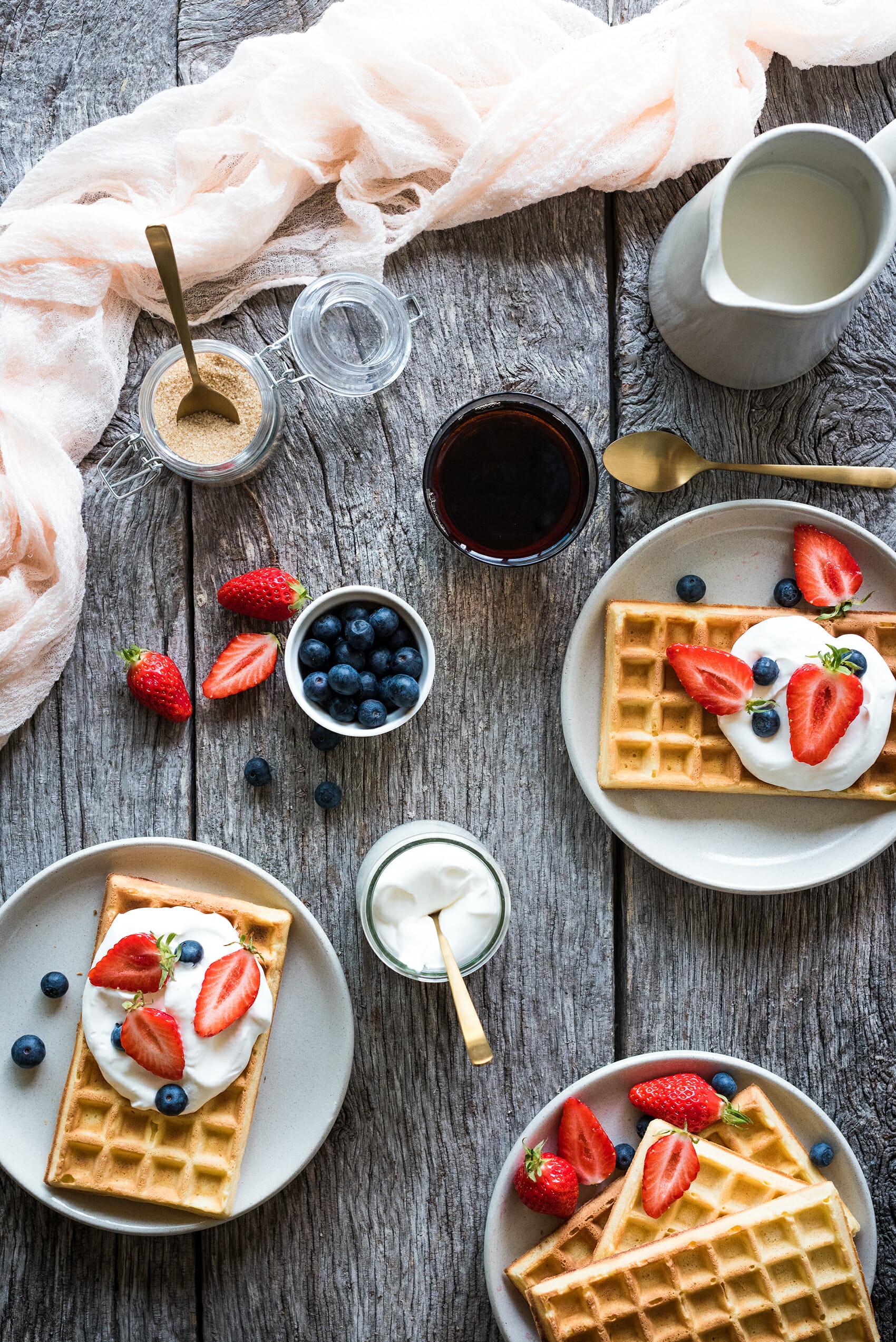 Gaufres de bruxelles crème fouettée fruits frais - Lilie Bakery
