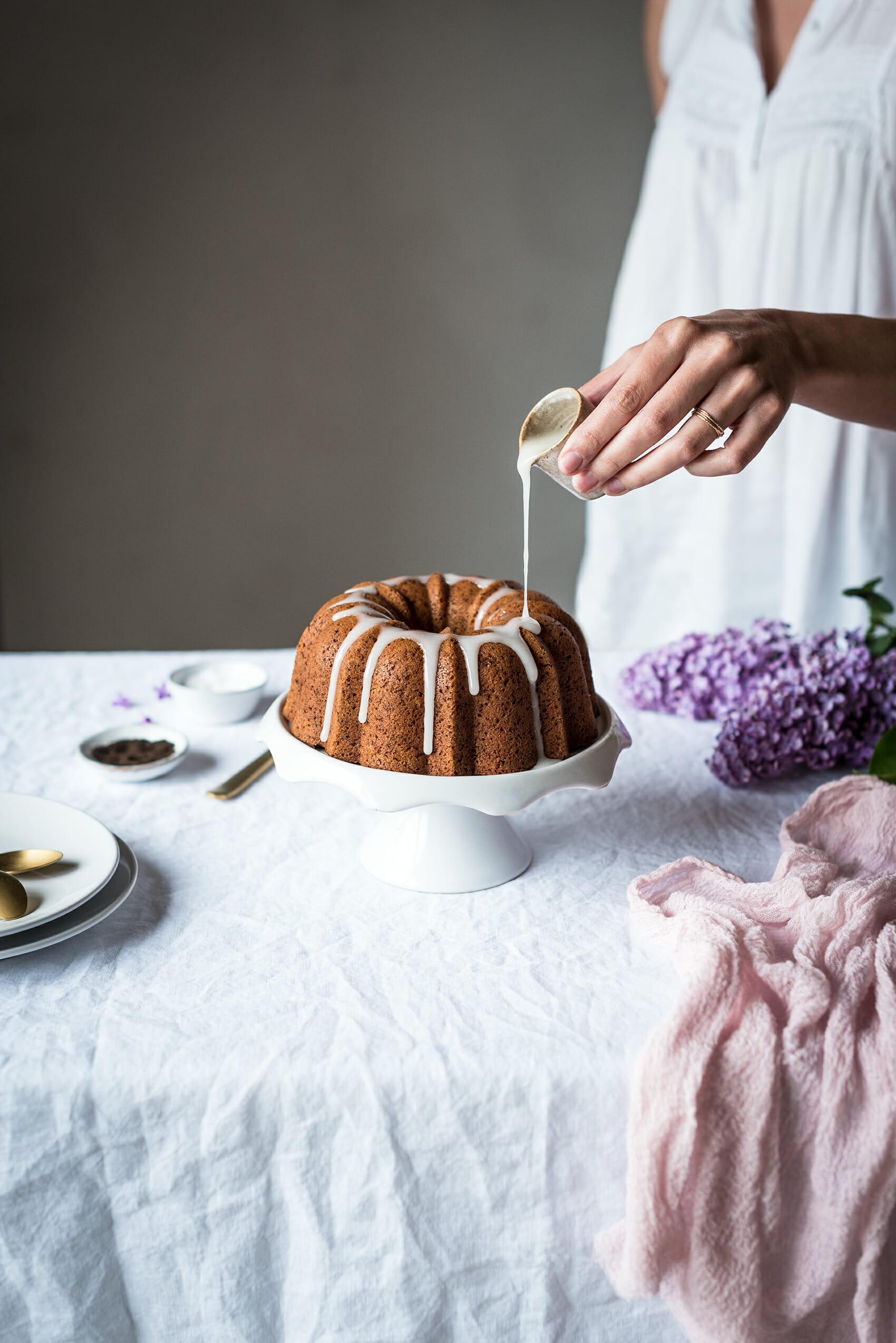 Bundt cake thé earl grey glacage citron - Lilie Bakery