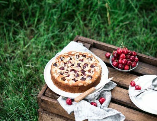 Gâteau fondant cerises amandes - Lilie Bakery