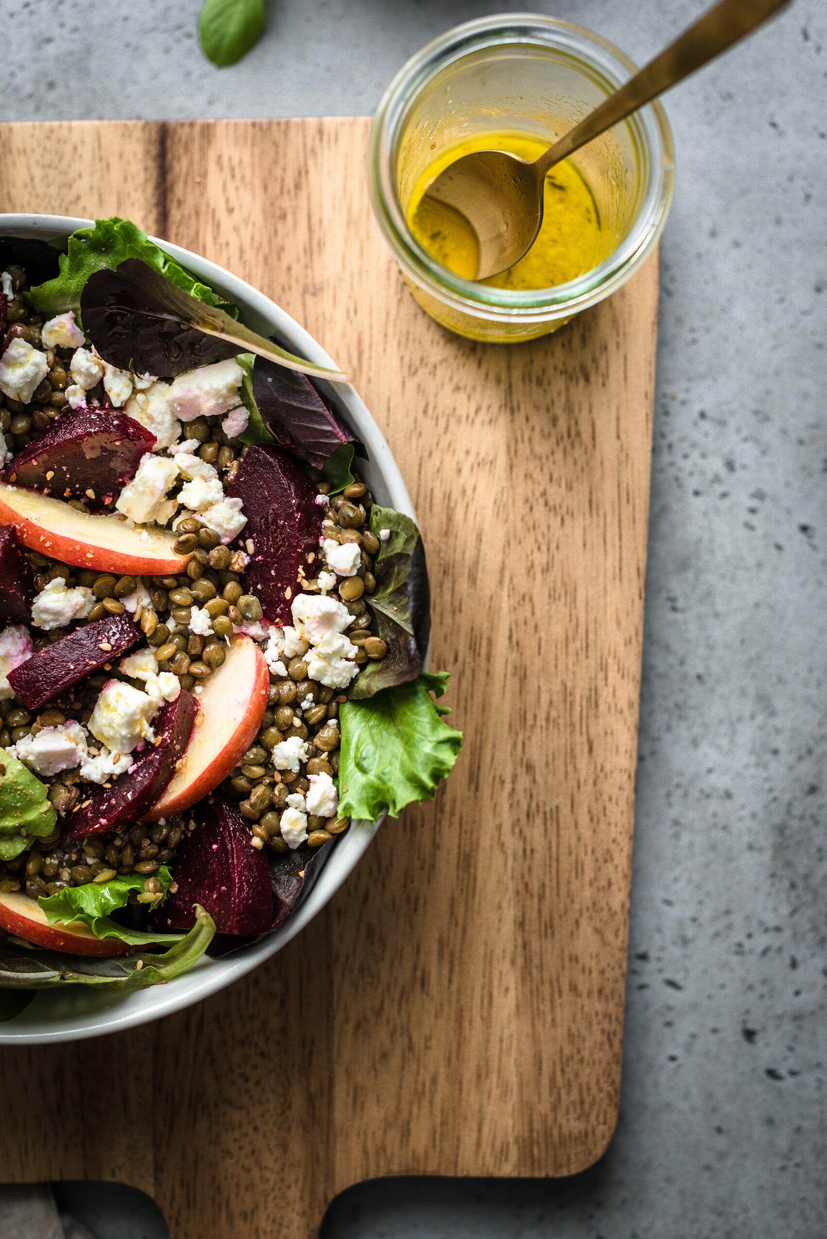 Salade complète lentilles vertes betteraves avocat feta - Lilie Bakery