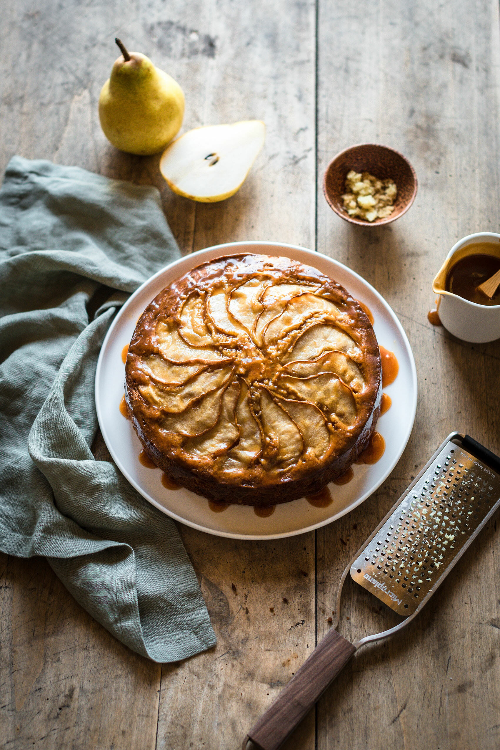 Gâteau poire-gingembre sauce caramel - Lilie Bakery