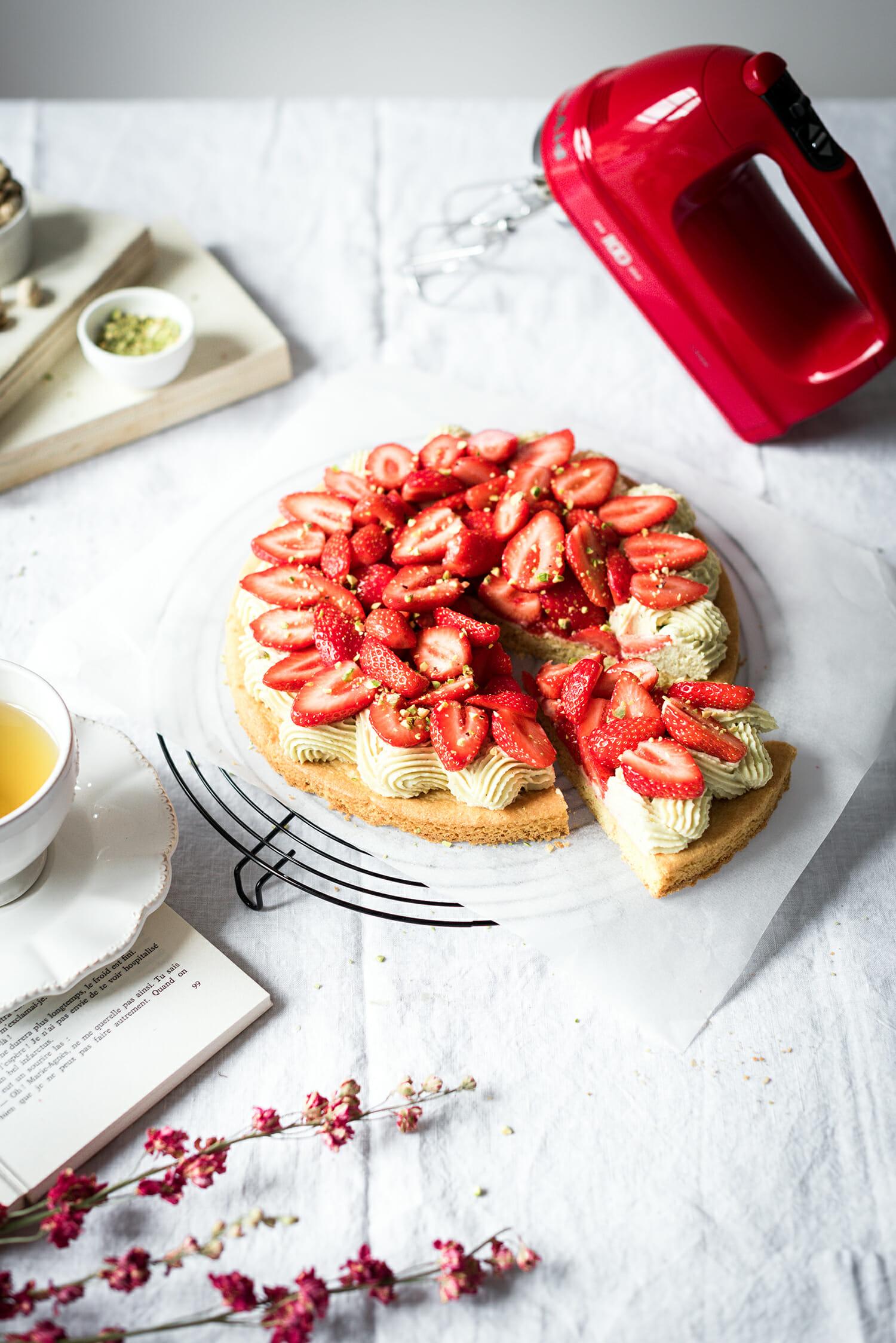 Tarte fraises ganache pistache sablé breton - Lilie Bakery