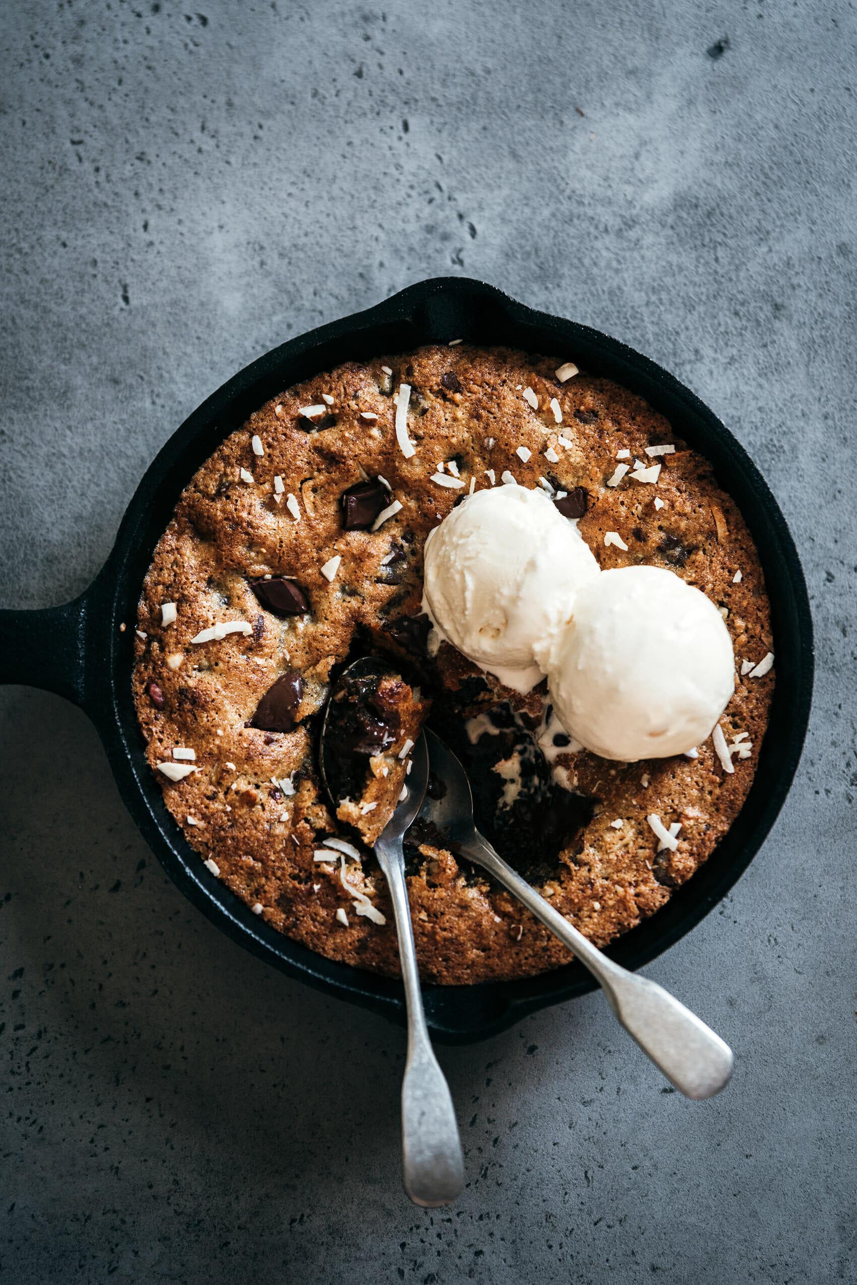 Cookie géant amandes coco chocolat - Lilie Bakery