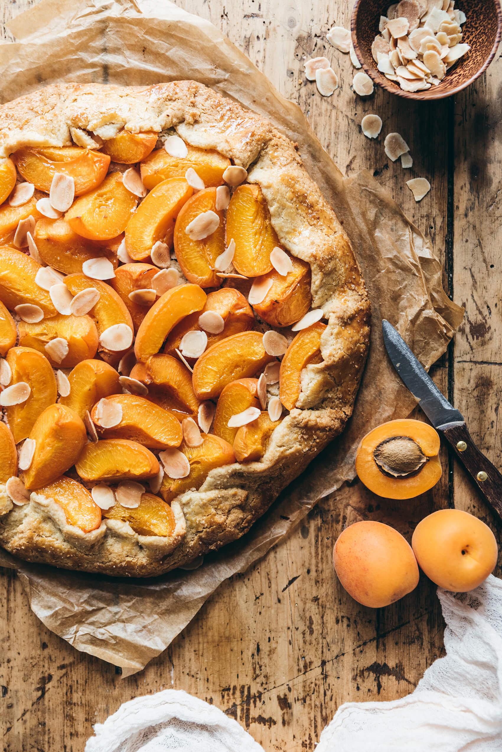 Tarte rustique abricots-amandes - Lilie Bakery