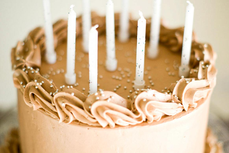 Layer cake chocolat crème beurre meringue suisse - Lilie Bakery