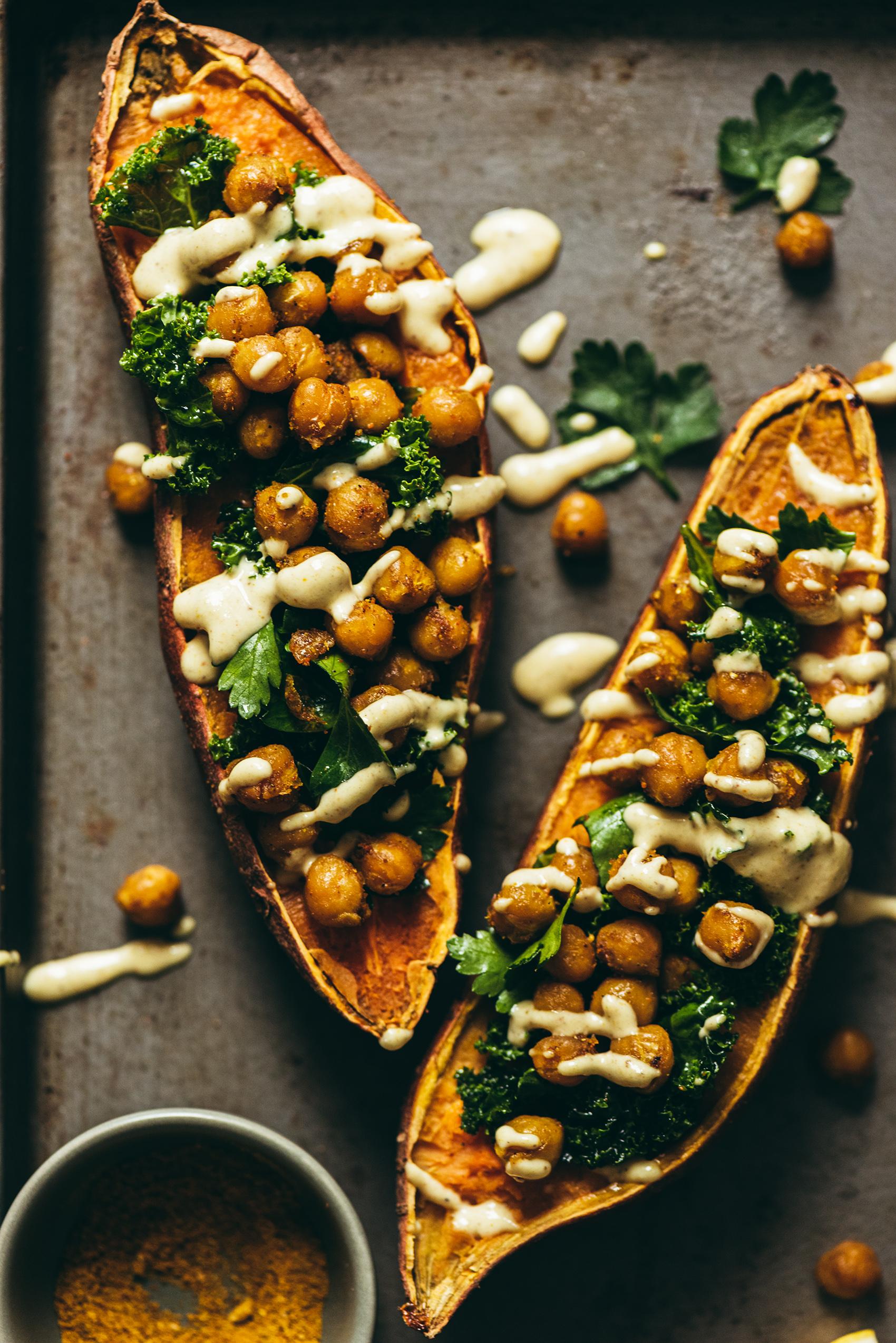Patates douces au four pois chiches rotis chou kale - Lilie Bakery