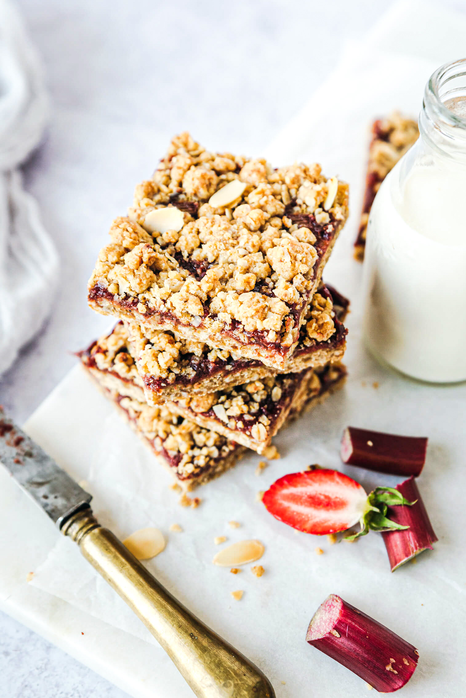Tarte rhubarbe fraise crumble - Lilie Bakery