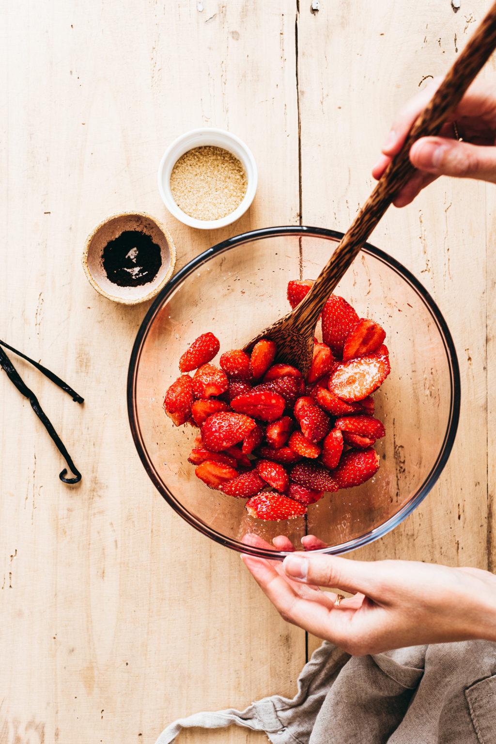 Fraises macérées au sucre cassonade - Lilie Bakery