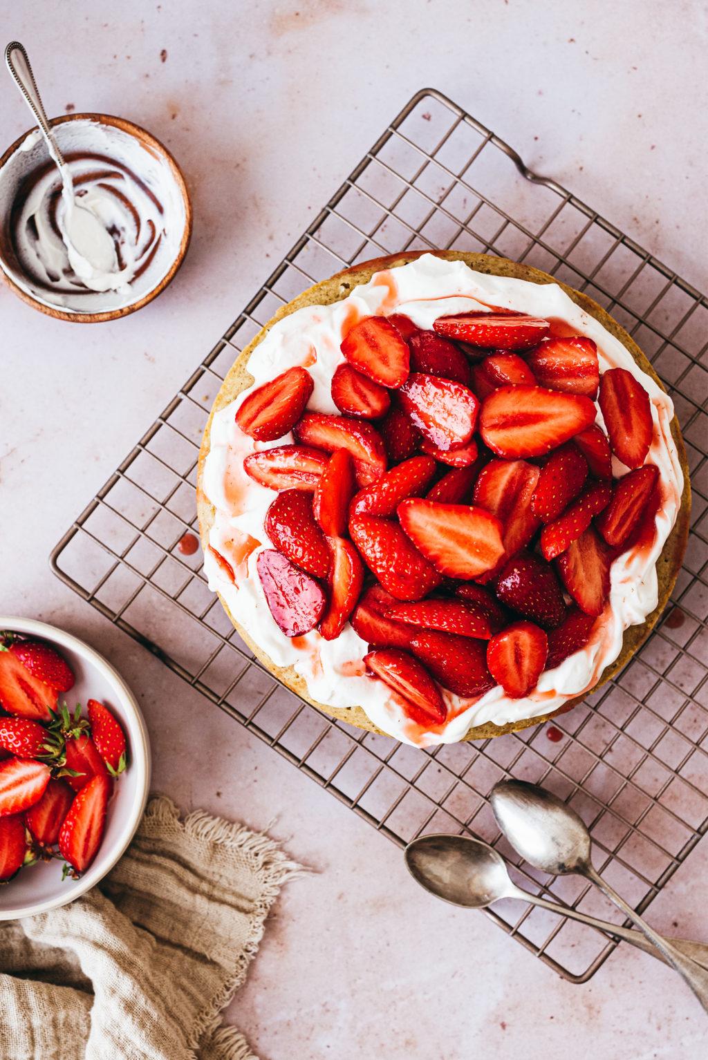Gâteau à la vanille chantilly mascarpone fraises - Lilie Bakery
